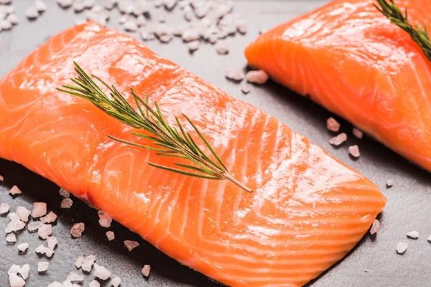ปลาแซลมอนดิบ